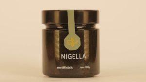 Nigella – med s crnim kimom